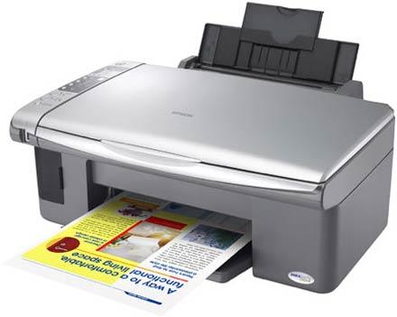 В Epson Stylus CX4900 есть все, что может понадобиться при печати дома – принтер, сканер, копир и кардридер для всех основных типов карт памяти