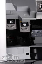 У принтера два картриджа – трехцветный и черный