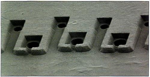 В картриджах Lexmark применяются печатные головки с парами сопел разного диаметра, позволяющими получать большие (10 пл.) и малые капли (3 пл.)