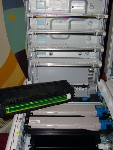 Доступ ко всем «расходникам» на принтере C3450 предельно простой